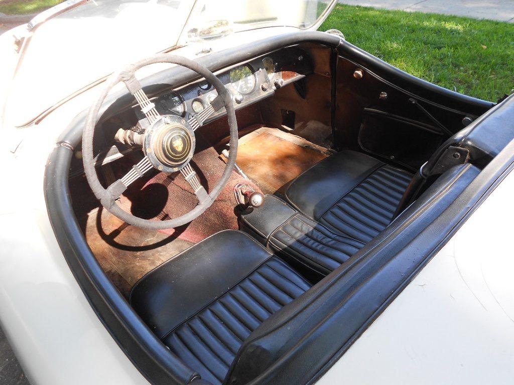 dscn2447-interior-dash-from-left